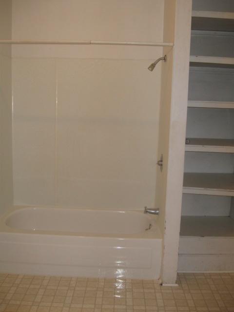 310 UP Bath/Tub/Storage